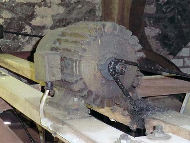 alte Läutemaschine, nicht überholt