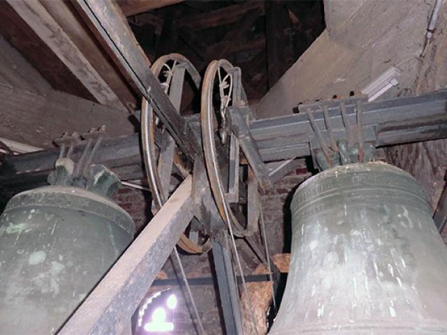 alte Glockenläuteanlage, nicht restauriert